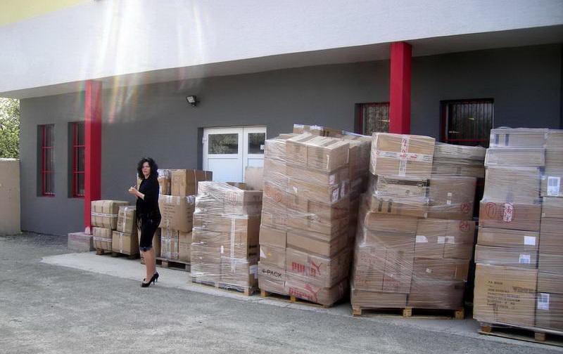 095a13665 Naša sesterská spoločnosť AP FASHION & TRADE, s.r.o. už viac ako 8 rokov  nakupuje a dováža tovar priamo od výrobcov alebo zahraničných  veľkoobchodných ...